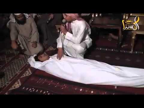 قصة مؤثرة عن الموت والأكفان .. شاب من بيشة video