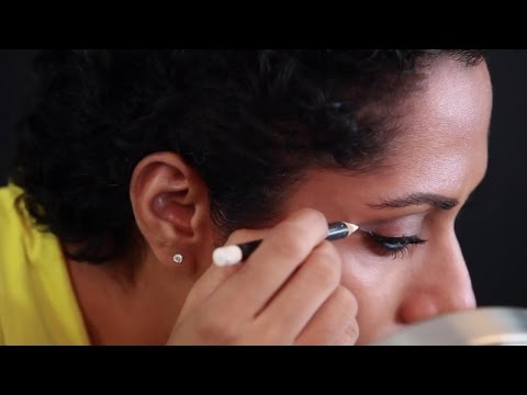 Perfect The Winged Liner In Under 2 Minutes | Makeup Tricks video