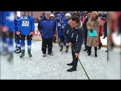 Ильсур Метшин пробил буллит в новой хоккейной коробке в Советском районе