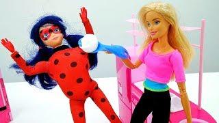 Школа гимнастики Барби - Кукла Барби накормила Леди Баг