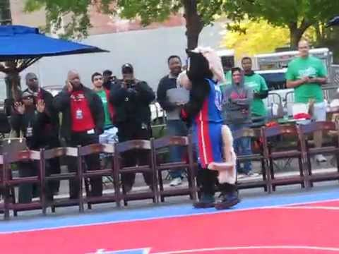 HOOPER OF THE DETROIT PISTONS AT THE  MEET AND GREET DOWNTOWN DETROIT 2014