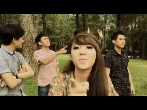 download lagu Carla - Kamu (Official Video Lyric) gratis