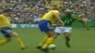Amazing Dribbles - Football Freaks.3gp