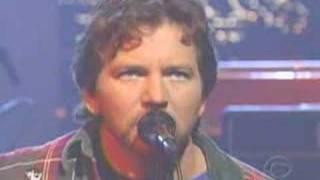 Watch Pearl Jam Masters Of War video