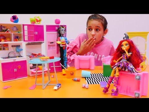 Monster High oyuncakları. Torelai ve Neyton aşıklar mi?