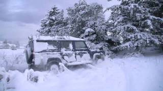 Land Rover Defender and Discovery playing in the snow HD