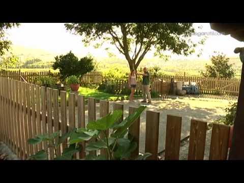 Recintos cerrados en el jard n para perros youtube for El jardin de luz ibiza