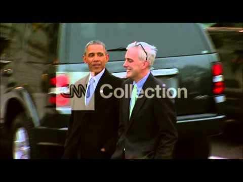 DC: OBAMA WALKING TO WHITE HOUSE