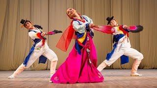 """Корейский танец """"Трио"""". ГААНТ имени Игоря Моисеева"""