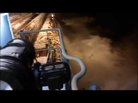 Просрали груз, 18+ (осторожно мат) Load straps break spilling thousands tons of cargo into the sea