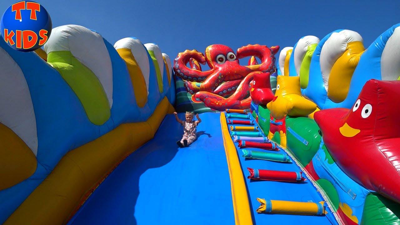 Детская Площадка с БАТУТАМИ! Ярослава катается с БОЛЬШОЙ ГОРКИ! Indoor Playground for Kids