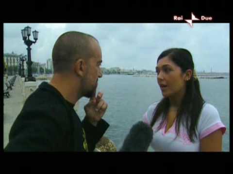 Barbara Montereale sulla liason Berlusconi – D'Addario (PRIMA PARTE) – Anno Zero (01/10/09)