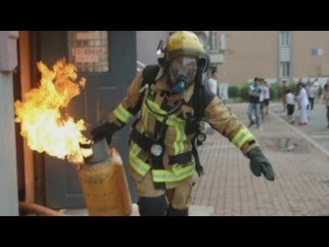 Firefighter carries out flaming gas tank lit by suicidal arsonist