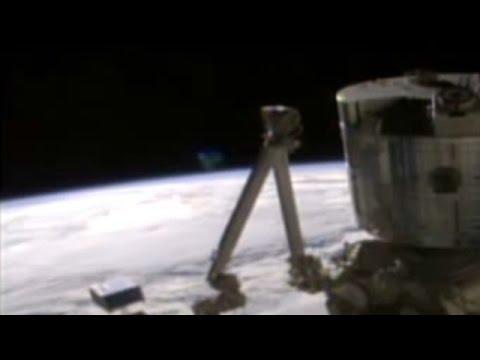 ¿OVNI APARECE EN VIVO EN UNA TRANSMISIÓN DE LA NASA? 21 DE ABRIL DE 2016