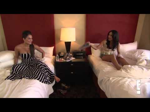 Total Divas Season 1, Episode 6 clip: Brie Bella discovers Nikki's sex toy!
