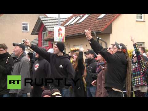 Video: German police beat protesters as far-right march sparks disturbance in Wittenberge