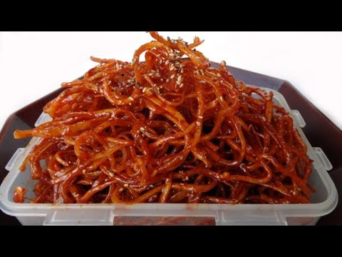 Seasoned dried shredded squid (ojingeochae muchim)