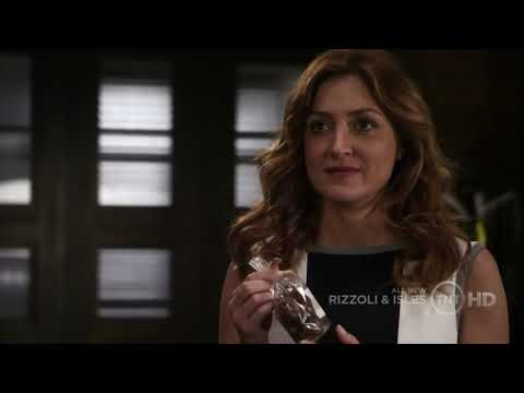 Rizzoli & Isles, best laugh ever; how can you not love this part 1.mp4