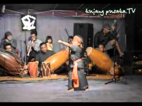 Pencak Silat Urang Sunda (naya 4 Th) Kujang Pusaka.flv video