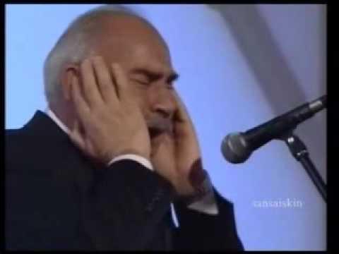 اثنان من عمالقة الصوت التركي في أداء رخيم للأذان