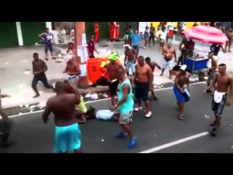 Street fight in Brazil   Violent fight in Carnival  Rio de janeiro 2015