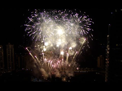 Malaysia: 2012 KLCC New Years Fireworks (in HD and Uncut)