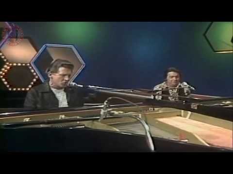Jerry Lee Lewis And Mickey Gilley medley on Pop Goes The Country 1978