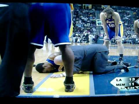 Andrew Bynum Falls Again Video