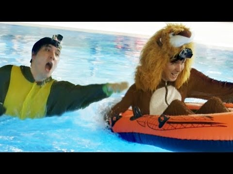 Phil the Lion vs. Dan the Dinosaur! - WATER RACE