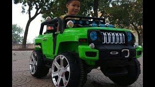 Kids pretend helping Stuck car - Fun outdoor playground videos for kids