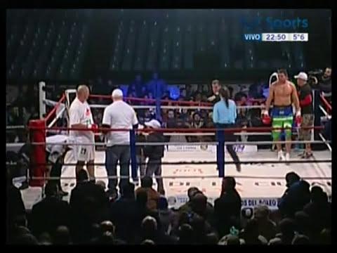 Octavo round de la pelea La Mole vs. Zarate. Nocaut