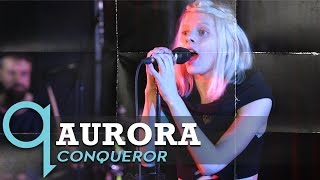 "AURORA - 「q on cbc」が""Conqueror""のスタジオ・ライブ映像を公開 thm Music info Clip"