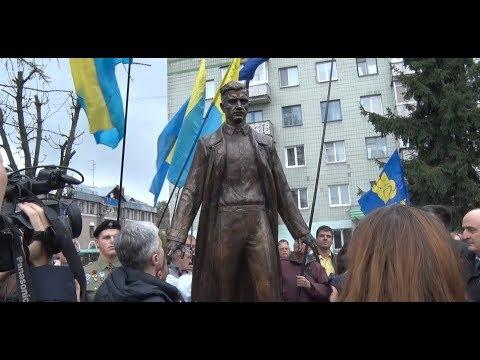 Пам'ятник Олегу Ольжичу відкрили в Житомирі