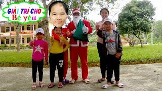 Ông Già Noel Tặng Quà Giáng Sinh Bé Huyền Và Các Bạn ❤ Giải trí cho Bé yêu