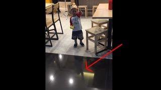 Lucu banget, anak kecil ketakutan karena lantai mengkilap