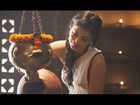 Checkout New Age Sexy Zeenat Aman In 'the Xpose': Sonali Raut | Hindi Cinema Latest News | Himesh video