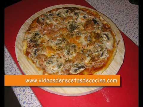 Masa de Pizza - Cómo hacer masa de Pizza Italiana - Paso 2 - Estirado de la masa