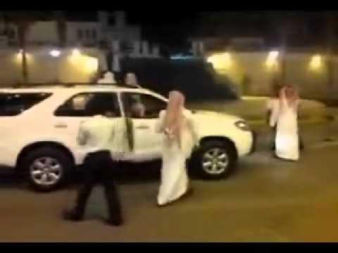 شباب يرقصون قدام بنات شوفو ايش صار M-A-S