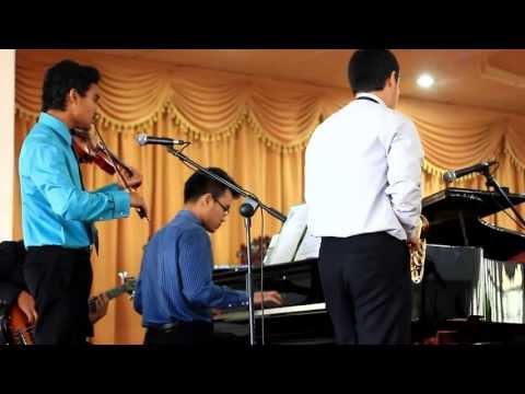 Mikha & Friends - Dia Hanya Sejauh Doa video