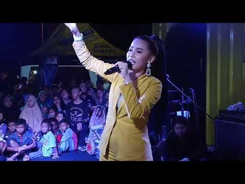 Download Menghibur aksi panggung Dilla DA3 - asal kau bahagia #Dila #Armada #Indosiar #Djingggo Mp4 baru