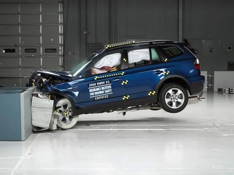 2008 BMW X3 moderate overlap IIHS crash test