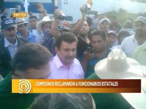 SEÑAL INFORMATIVA OCOTLÁN/ Agricultores bloquean caseta de Ocotlán