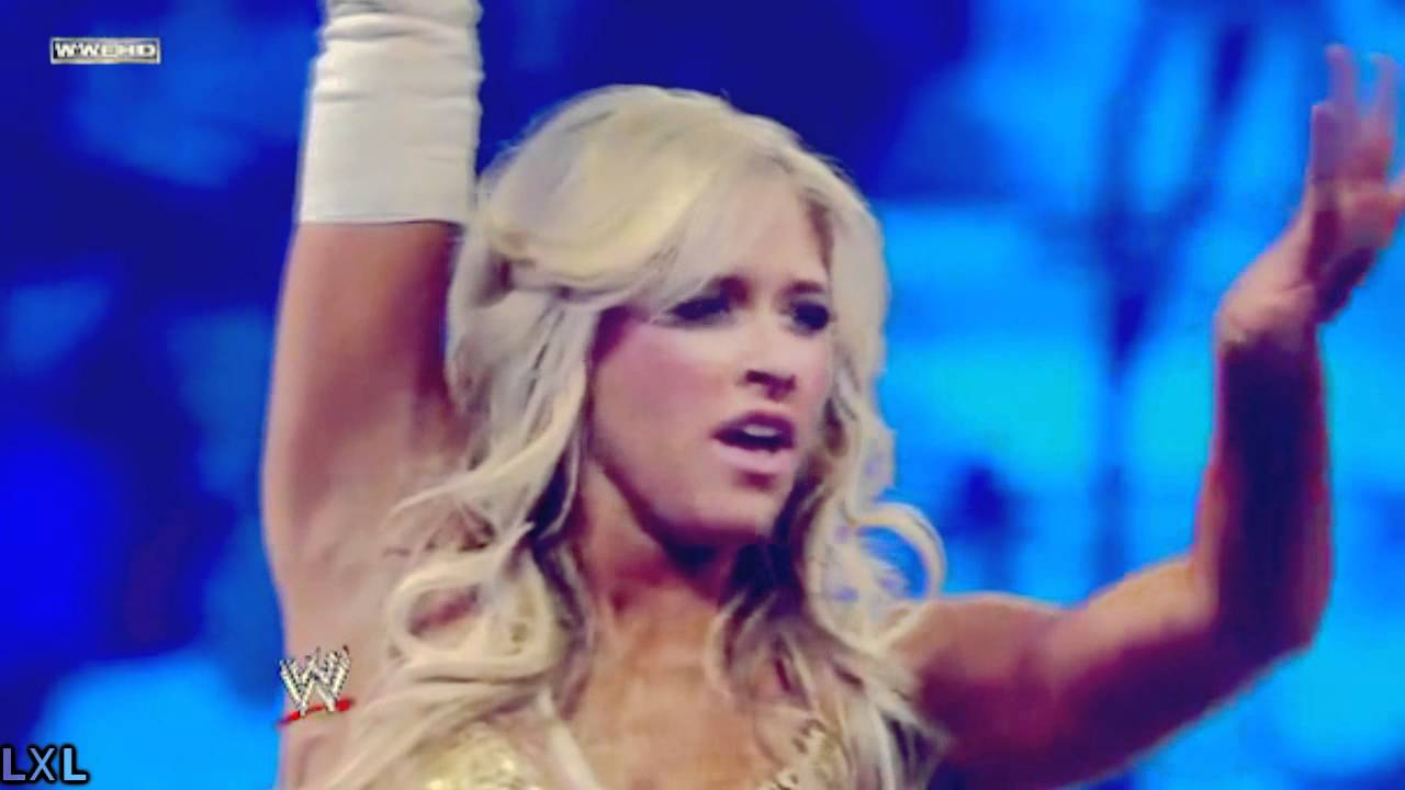 Kelly Kelly Flashes ECW Crowd