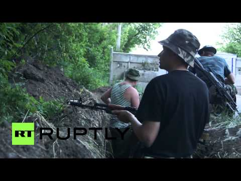 Ukraine: Anti-Kiev checkpoint comes under attack