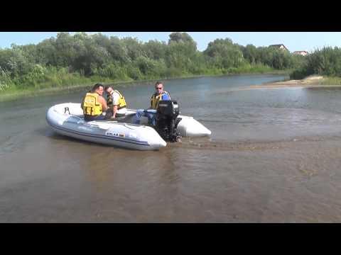 выход моторных лодок на реку
