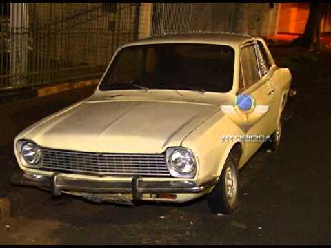 Proprietário acorrenta veículo para evitar furto