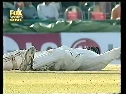 Funniest Cricket Video Of All Time, Mark Richardson Cramping In A Test Match, Hilarious! video