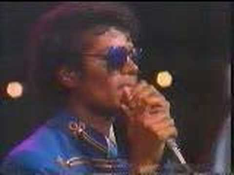 Michael Jackson imitates James Brown