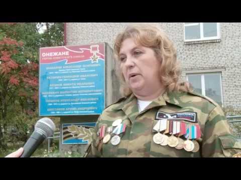 Вручение медальона родственнику найденного бойца