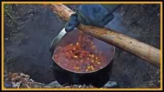 Chili con carne draußen kochen - Outdoor Bushcraft Deutschland